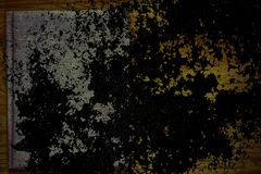 Βρώμικο υπερβολικό πορτοκαλί δείγμα καρτών Grunge, επιφάνεια υφάσματος λινού στον ξύλινο πίνακα με το ελεύθερο copyspace για το π Στοκ Φωτογραφίες