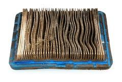 Βρώμικο φίλτρο αέρα από το χορτοκόπτη στοκ φωτογραφίες