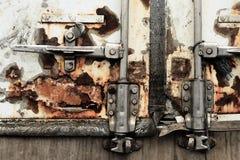 βρώμικο φορτηγό πορτών στοκ εικόνα με δικαίωμα ελεύθερης χρήσης