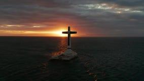 Βυθισμένος σταυρός νεκροταφείων στο νησί Camiguin, Φιλιππίνες φιλμ μικρού μήκους