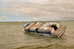 Βυθισμένο σκάφος στο λιμένα Jaffna στοκ φωτογραφία