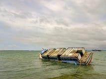Βυθισμένο σκάφος στο λιμένα Jaffna στοκ φωτογραφία με δικαίωμα ελεύθερης χρήσης