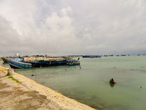 Βυθισμένο σκάφος στο λιμένα Jaffna στοκ εικόνες