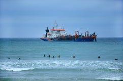 Βυθοκόρος στο νερό της θάλασσας Στοκ φωτογραφία με δικαίωμα ελεύθερης χρήσης