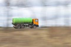 Βυτιοφόρα φορτηγών με πλήρη ταχύτητα Στοκ εικόνα με δικαίωμα ελεύθερης χρήσης