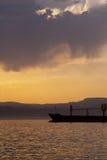 Βυτιοφόρο στο ηλιοβασίλεμα Στοκ φωτογραφίες με δικαίωμα ελεύθερης χρήσης