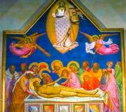 Βωμός σταύρωσης Χριστού Anointing που χρωματίζει την εκκλησία Αγίου Charles Στοκ φωτογραφίες με δικαίωμα ελεύθερης χρήσης