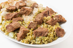 Βόειο κρέας και frikeh εξυπηρετώντας πιάτο Στοκ Εικόνες