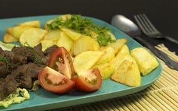 Βόειο κρέας με το γεύμα πατατών Στοκ φωτογραφία με δικαίωμα ελεύθερης χρήσης