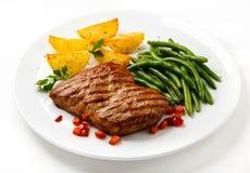 βόειο κρέας που ψήνεται σ& Στοκ εικόνα με δικαίωμα ελεύθερης χρήσης