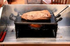 βόειο κρέας που ψήνεται σ& Στοκ φωτογραφία με δικαίωμα ελεύθερης χρήσης