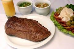 βόειο κρέας που ψήνεται σ& Στοκ εικόνες με δικαίωμα ελεύθερης χρήσης