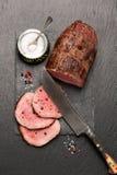 Βόειο κρέας ψητού με το πιπέρι και το αλάτι στοκ εικόνες