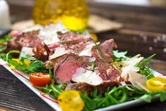 Βόειο κρέας Tagliata με Arugula Στοκ φωτογραφία με δικαίωμα ελεύθερης χρήσης