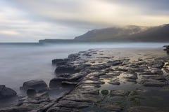 Βόρεια ακτή νησιών της Μαρίας, άποψη από τους απολιθωμένους απότομους βράχους Στοκ φωτογραφία με δικαίωμα ελεύθερης χρήσης