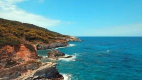 Βόρεια ακτή της Σκοπέλου νησιών της Ελλάδας απόθεμα βίντεο