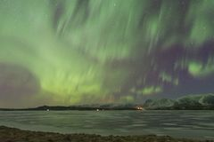 Βόρεια αυγή Borealis φω'των επάνω από μια επαρχία στην Ισλανδία στοκ εικόνα με δικαίωμα ελεύθερης χρήσης