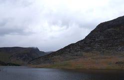 Βόρεια Ουαλία Llyn Ogwen μια λίμνη κορδελλών στοκ φωτογραφία