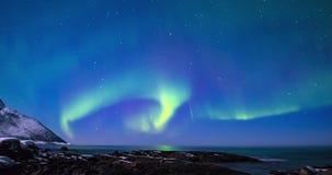 Βόρεια φω'τα, πολική φως ή αυγή Borealis στο χρονικό σφάλμα νυχτερινού ουρανού απόθεμα βίντεο