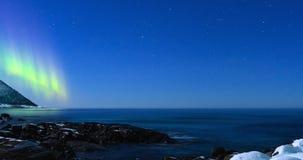 Βόρεια φω'τα, πολική φως ή αυγή Borealis στο νυχτερινό ουρανό απόθεμα βίντεο