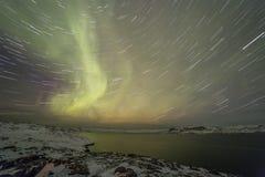 Βόρεια φω'τα στη χερσόνησο κόλα Teriberka, Μούρμανσκ Regio Στοκ Εικόνα