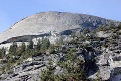 Βόρειος θόλος άποψης από τη λίμνη καθρεφτών, Yosemite, Καλιφόρνια Στοκ Εικόνα