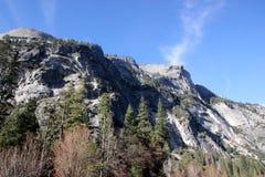 Βόρειος θόλος άποψης από τη λίμνη καθρεφτών, Yosemite, Καλιφόρνια Στοκ εικόνα με δικαίωμα ελεύθερης χρήσης