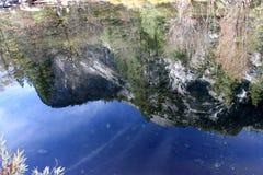 Βόρειος θόλος και αντανάκλαση στηλών της Ουάσιγκτον στη λίμνη καθρεφτών, εθνικό πάρκο Yosemite, Καλιφόρνια Στοκ Φωτογραφία
