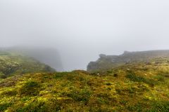 Βόρειο ακρωτήριο Nordkapp, βόρεια Νορβηγία τη βαριά ομιχλώδη ημέρα Στοκ φωτογραφία με δικαίωμα ελεύθερης χρήσης