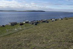 Βόρειο χωριό ust-Olenyok στην όχθη ποταμού Στοκ εικόνα με δικαίωμα ελεύθερης χρήσης