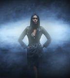 Βλαστός μόδας μιας νέας και προκλητικής γυναίκας brunette Στοκ φωτογραφίες με δικαίωμα ελεύθερης χρήσης