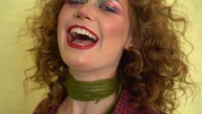 Βλαστός στούντιο της ενεργού θηλυκής κίνησης χορευτών τζαζ φόβου Αθλητισμός και έννοια ελεύθερου χρόνου Χορός Zumba απόθεμα βίντεο