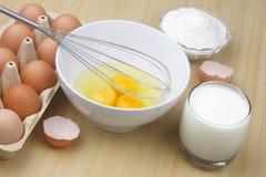 γάλα αλευριού αυγών Στοκ εικόνα με δικαίωμα ελεύθερης χρήσης