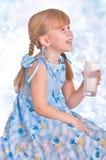 γάλα κοριτσιών Στοκ Φωτογραφίες
