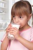 γάλα κοριτσιών Στοκ Εικόνα