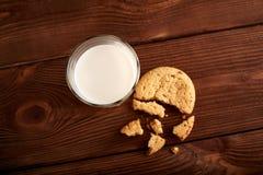 γάλα μπισκότων γάλα γυαλιού μπισκότων σ&omic Εκλεκτής ποιότητας κοιτάξτε στοκ φωτογραφίες με δικαίωμα ελεύθερης χρήσης