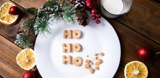γάλα μπισκότων Τοπ άποψη των μπισκότων και του γάλακτος για Santa μετά από την επίσκεψη santa Στοκ φωτογραφίες με δικαίωμα ελεύθερης χρήσης
