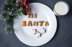 γάλα μπισκότων Τοπ άποψη των μπισκότων και του γάλακτος για Santa Στοκ Φωτογραφία