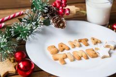 γάλα μπισκότων Τοπ άποψη των μπισκότων και του γάλακτος για Santa Στοκ φωτογραφία με δικαίωμα ελεύθερης χρήσης
