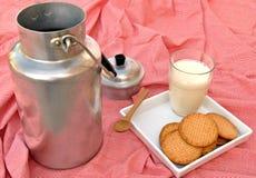 γάλα μπισκότων Στοκ Φωτογραφίες