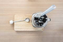 Γάλα σόγιας με τη μαύρη ζελατίνα χλόης Στοκ φωτογραφίες με δικαίωμα ελεύθερης χρήσης