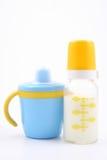 γάλα φλυτζανιών μπουκαλ&i Στοκ Εικόνα
