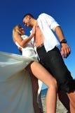 γάμος ακτών νεόνυμφων νυφών στοκ εικόνες