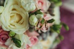 γάμος δαχτυλιδιών λουλουδιών Στοκ Εικόνες