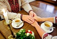 γάμος Εξευγενίστε την αφή των χεριών Στοκ Εικόνες