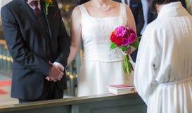 γάμος δεσμών κοσμήματος κρυστάλλου λαιμοδετών ζευγών Στοκ εικόνες με δικαίωμα ελεύθερης χρήσης