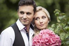 Γάμος, ευτυχής νεαρός άνδρας και εορτασμός γυναικών Στοκ Εικόνες