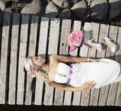 Γάμος, ευτυχής νεαρός άνδρας και εορτασμός γυναικών Στοκ εικόνα με δικαίωμα ελεύθερης χρήσης