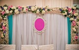 γάμος κορδελλών πρόσκλησης λουλουδιών κομψότητας λεπτομέρειας διακοσμήσεων ανασκόπησης Στοκ εικόνα με δικαίωμα ελεύθερης χρήσης