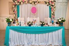 γάμος κορδελλών πρόσκλησης λουλουδιών κομψότητας λεπτομέρειας διακοσμήσεων ανασκόπησης Στοκ φωτογραφία με δικαίωμα ελεύθερης χρήσης
